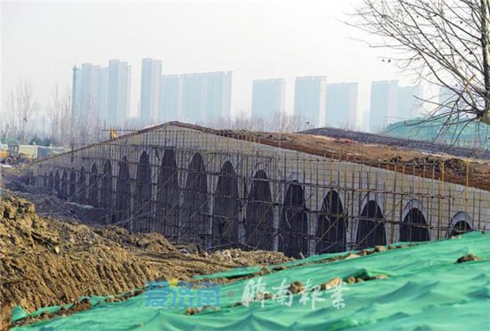 """华山湖东侧的二十一孔""""烟雨桥"""""""