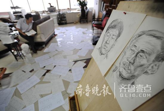 多年来,林宇辉画了8万多幅速写。齐鲁晚报·齐鲁壹点记者 陈文进 摄