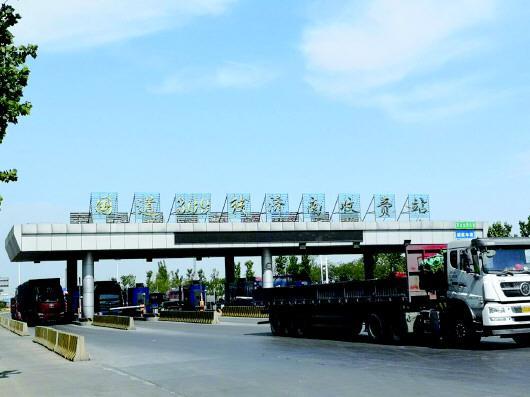 收费站拆除后,济南向淄博方向将更加通畅。齐鲁晚报齐鲁壹点记者周青先摄