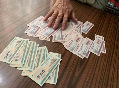 """济南老人得知旧粮票可以拍卖 交5000元拍卖费入""""局"""""""