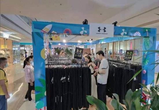 日照市市场监管局查处一起销售假冒名牌服装案件