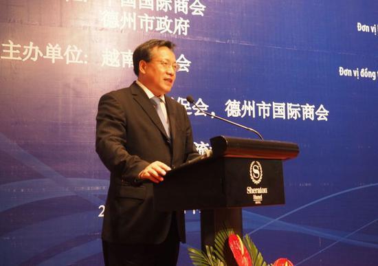 中国驻越南大使馆商务参赞胡锁锦致辞