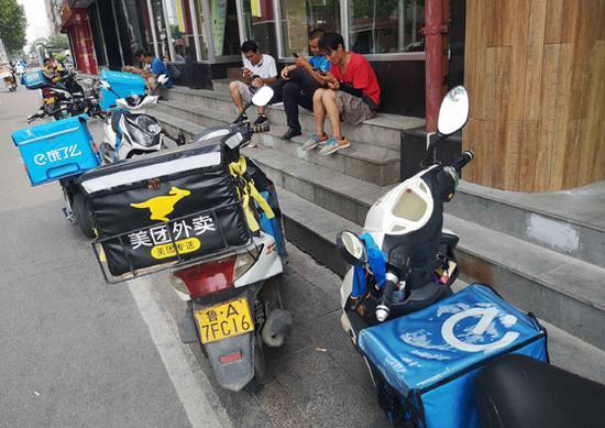 省城此次抽样检测外卖食品240批次,合格率达到98.33% 记者 王晓峰 摄