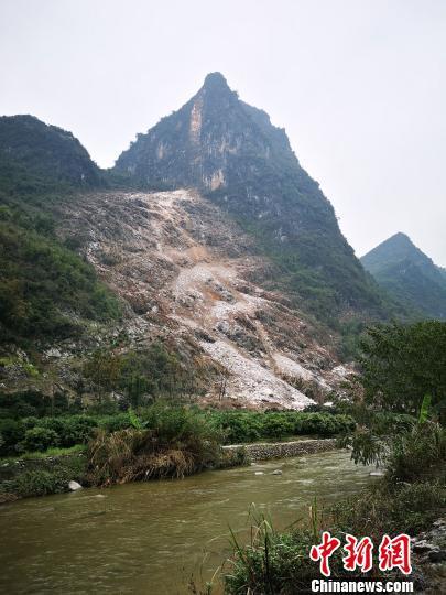 3月14日上午,贵广高铁阳朔站附近发生一起突发性岩石崩塌。 钟欣 摄