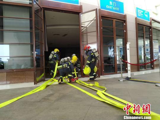 消防部门进行演练。张茜翼 摄
