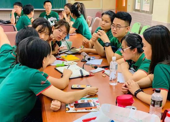 一粒种子,孕育万物;一位老师,铺设未来。八天的研学,满满的头脑风暴需要吸收消化,也有太多的游戏玩法想和孩子们分享。慧君老师说,作为一名保育老师,真没想到能到台湾来学习。看了她们的保育,一些细节对我启发很大,我们在班级研讨时生成的改善就变得更立体了。
