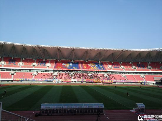 青岛国信体育场目前是青岛黄海青港队的主场。