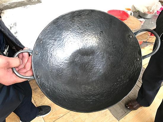 3月7日,牛祺圣家打制的铁锅卖到600元。
