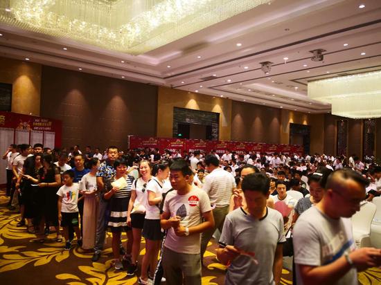 青岛、烟台、威海等鲁东城市的客户参加了本次青岛站的抢购活动。