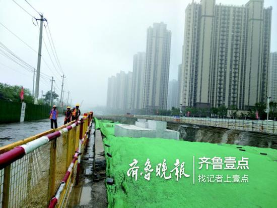 凤鸣路11月底前主干道将实现通车。 齐鲁晚报齐鲁壹点记者 刘雅菲 摄