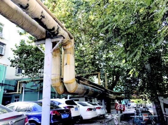 舜玉小区内老旧供暖管道。齐鲁晚报·齐鲁壹点记者王杰摄