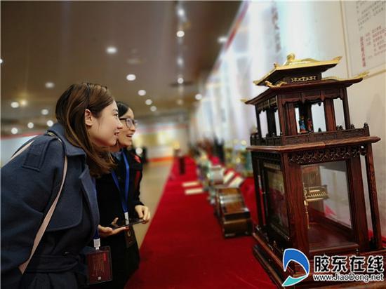 烟台福山举行钟表文化传承精品展 百件钟表展出