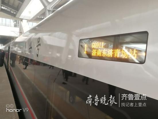 12月9日,记者来到济南东站,凛冽寒风阻挡不住建设者的步伐。