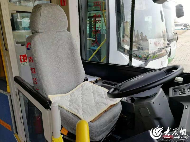 11个棉座垫被安装在驾驶室内。