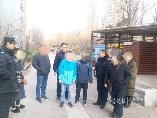 两男孩称闯荡社会离家出走 济南民警8小时合力找回