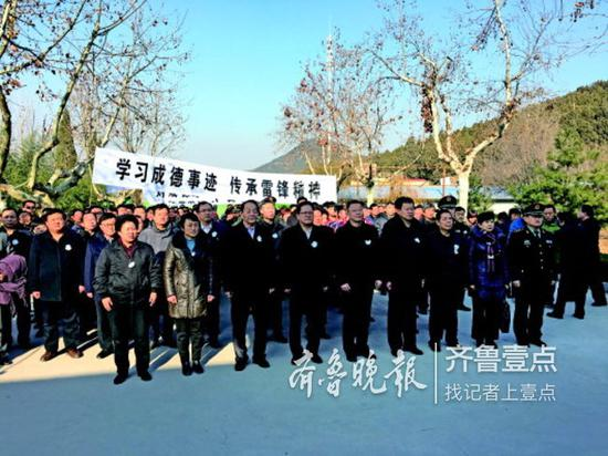 社会各界代表千余人到济南市长清区给刘成德老人送行。