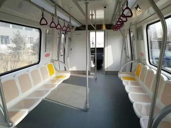 △济南地铁的座椅专门针对山东人设计——更宽大。