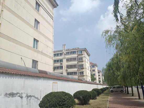 山东魏桥创业集团有限公司后面的邹魏二园第一生活区