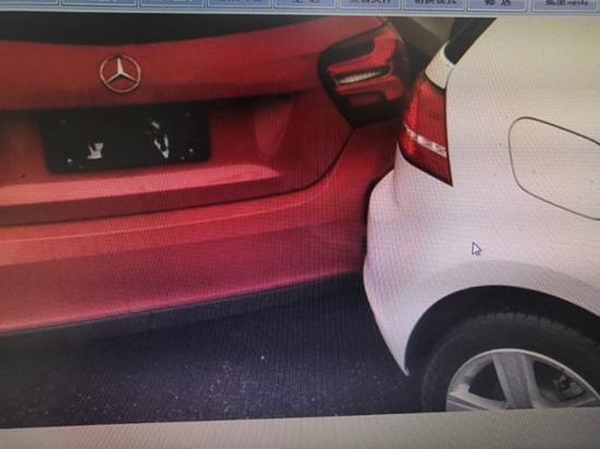 韦先生的奔驰车在卖给他之前,曾与一台白色大众车发生碰撞。