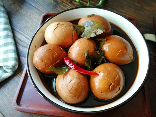 本期导读:端午节,北方习俗吃鸡蛋,别总白水煮蛋,做五香茶叶蛋,茶香浓郁