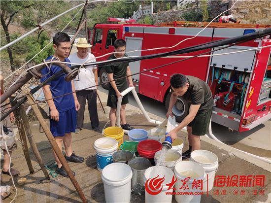 天气干旱村民饮水困难 博山消防奔波2小时送水入村