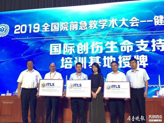 大会第三项为第五届全国急救科普讲师授课技能大赛获奖者、获奖项目进行颁奖。