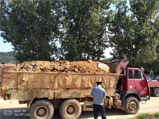 重拳出击查扬撒 威海交通发力公路运输尘污防治工作