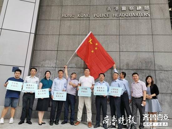 驻港山东企业部分员工参加撑警反暴力救香港等活动。