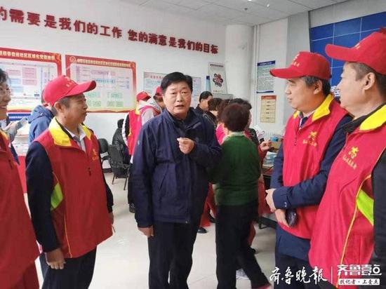 """烟台莱山民企服务队开展社区""""双报到""""志愿服务活动"""