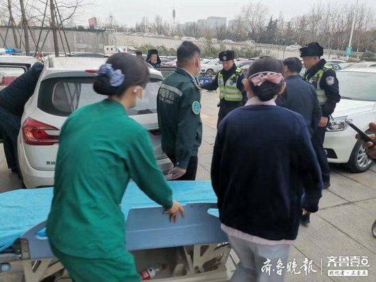 济南南山一老人不慎从房顶跌落 老人被迅速送医