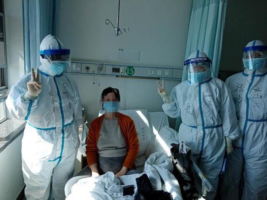 山东医疗队员:救治14天 怀孕29周的重症高龄孕妇出院了