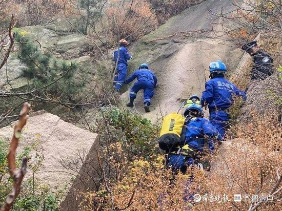 资深驴友被困悬崖上报警救助 还有人带娃在山里乱闯