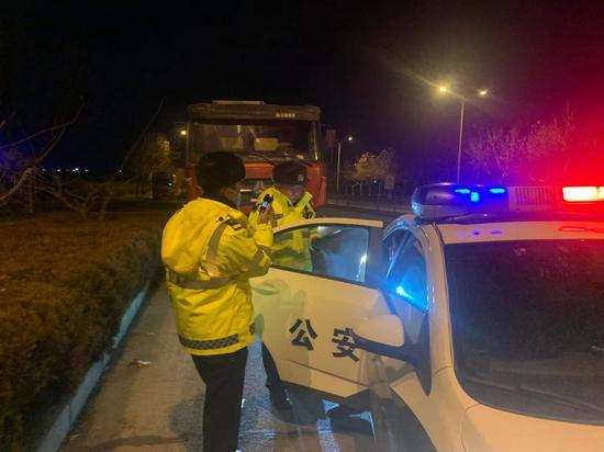 生日中午喝酒晚上驾车被查 烟台一货车司机被拘留15天