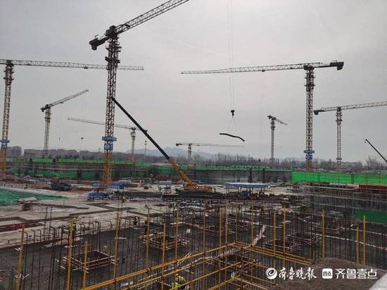 春节不停工 亚洲杯青岛足球场6月底看台主体完工