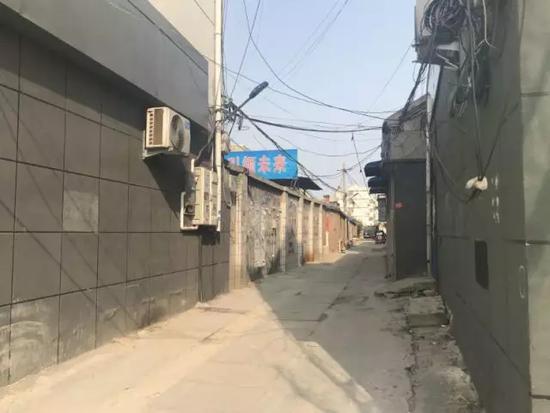 张福庆家附近的小胡同是他晚出早归的必经之路