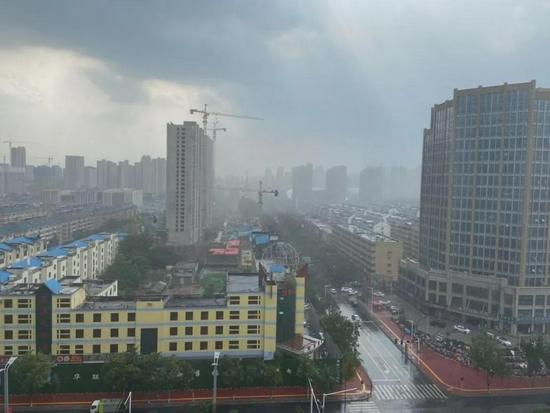 空中奇观 菏泽多地轮番强降雨 部分地区冰雹