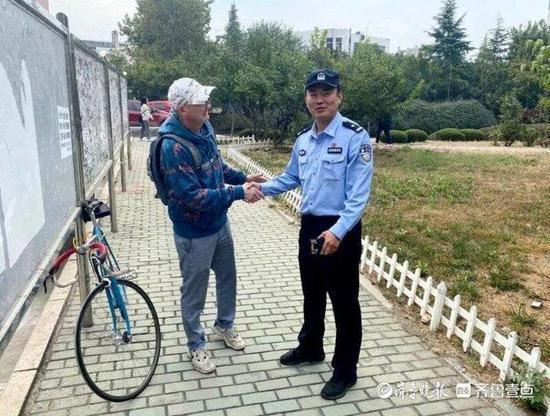 记错位置闹乌龙 泰安民警帮一大学外教找回限量版自行车