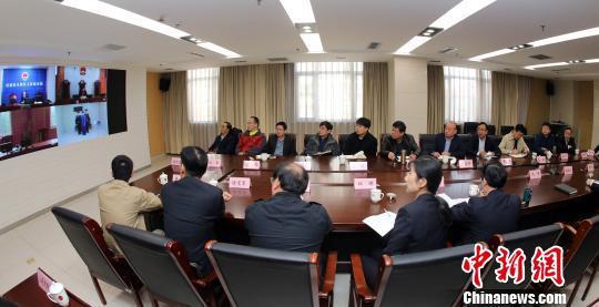 资料图:济南市天桥区院举行认罪认罚从宽案件远程视频出庭观摩活动。