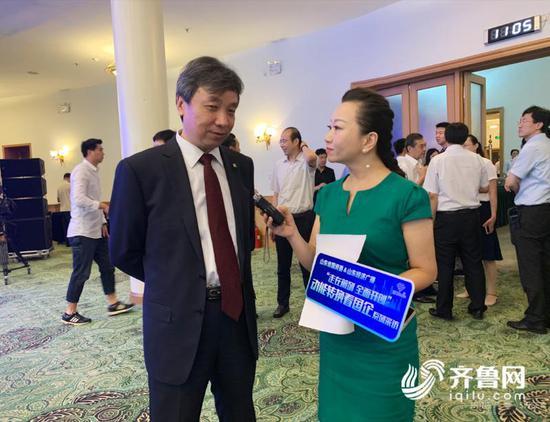 山东黄金集团董事长陈玉民接受记者林楠采访