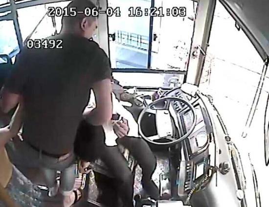 涉事乘客将面临行政处罚,情节严重将被判刑