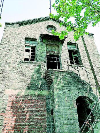 ▲原变电所老建筑南侧立面。
