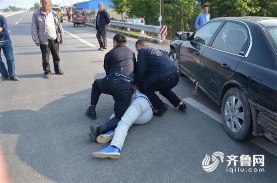 醉酒男子被民警抓获