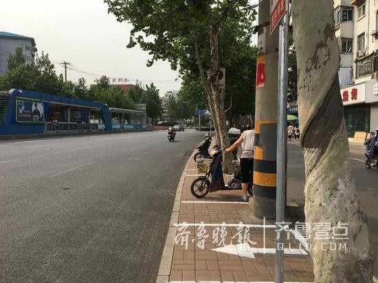 济南新画几处非机动车停车位