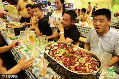 青岛:畅饮啤酒尽情狂欢度周末