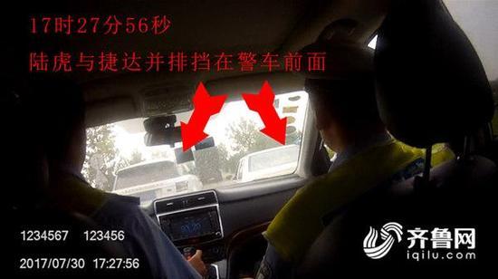 民警执法过程中遭两男子驾车阻挡