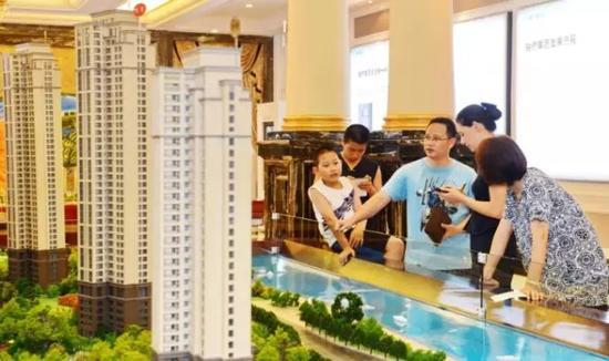 此前,济南二套房的按揭贷款利率普遍上浮10%,如今国有大行多数上浮15%,有的中小银行上浮30%。