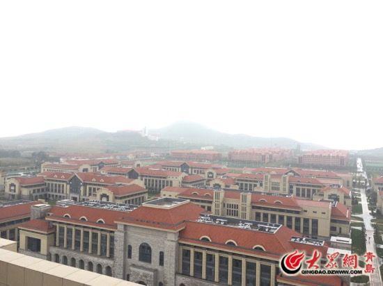 山东大学青岛校区依山傍海.