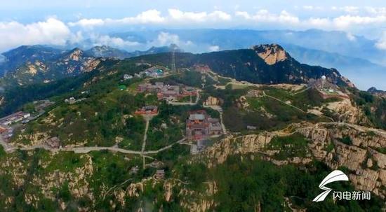 泰山海拔1545米,是华夏儿女心中的圣山,中华民族精神的象征。
