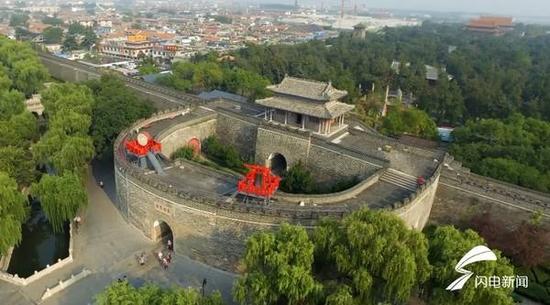 这是山东曲阜的世界文化遗产——孔庙孔府孔林历史文化建筑群。