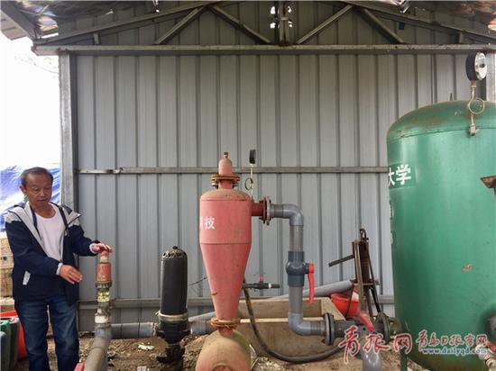 """设在地头的较大型滴灌水肥一体化技术的""""总控制中心""""。"""